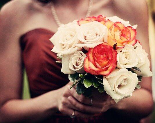 Sukienka na wesele powinna być modna i wygodna