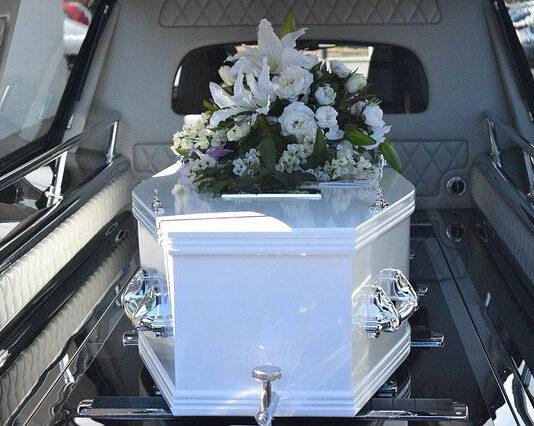Zakład pogrzebowy a organizacja ceremonii pogrzebowej