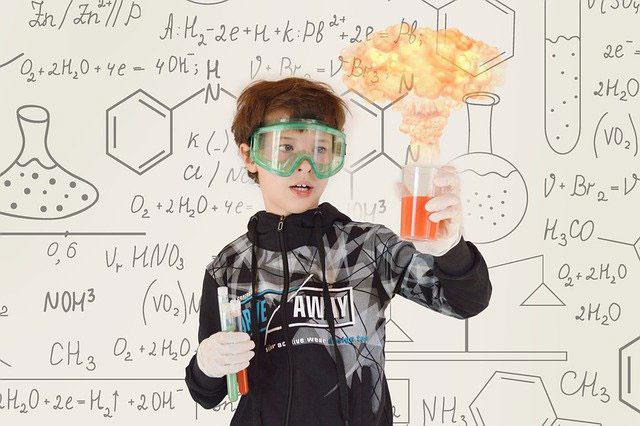 Jak zainteresować dziecko chemią